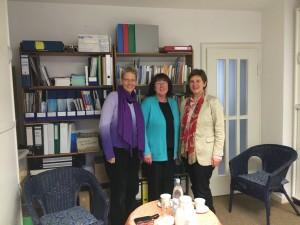 v.l.n.r.: Vorsitzende Pfarrerin Bettina Gummel, Koordinatorin D. Silvia Link, Dr. Claudia Lücking-Michel