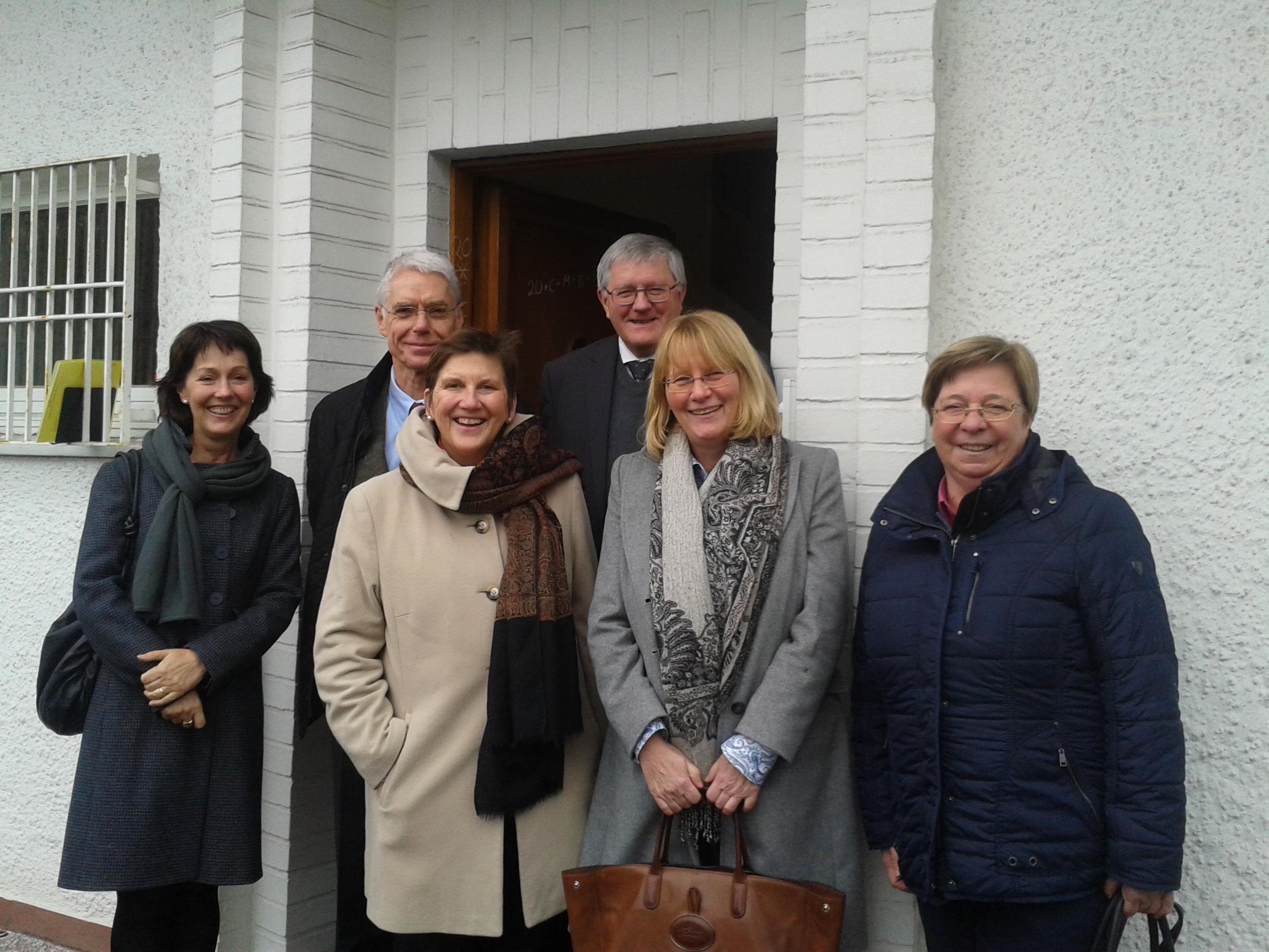 Monika Zurnieden, Michael Mager, Dr. Claudia Lücking-Michel, P. Josef Grünner, Karin Kortmann und Dr. Susanne Nonnen (v.l.n.r.) verstärken das Kuratorium von Don Bosco Mondo (Es fehlt: Peter Meiwald).