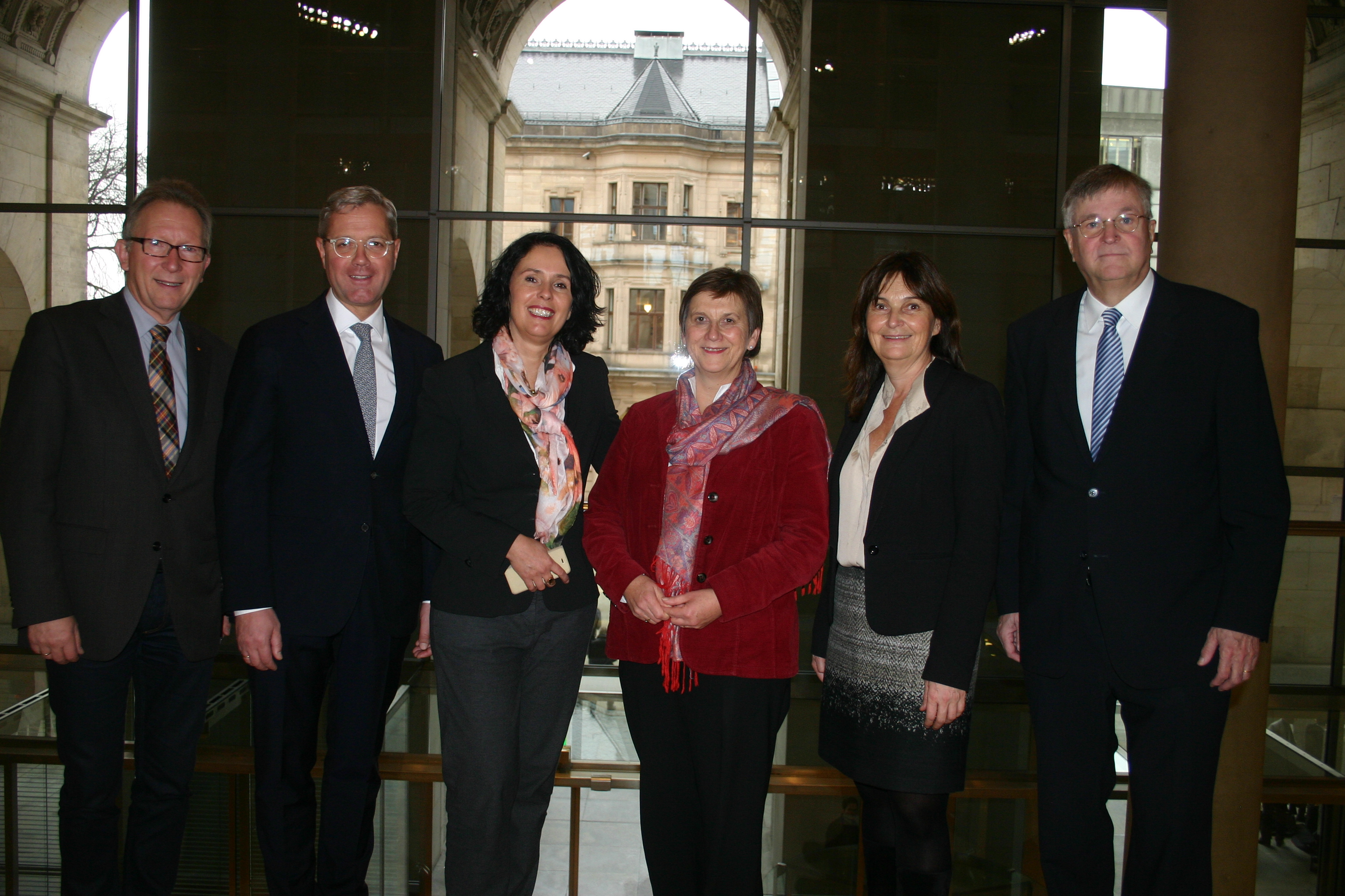 v.l.: Erwin Rüddel MdB, Dr. Norbert Röttgen MdB, Elisabeth Winkelmeier-Becker MdB, Dr. Claudia Lücking-Michel MdB, Mechthild Heil MdB, Peter Hintze MdB; © Büro Lücking-Michel